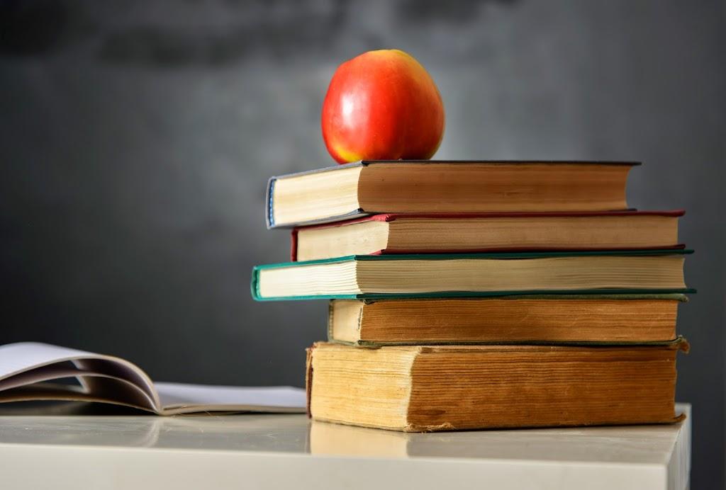 Apple-chalkboard-book